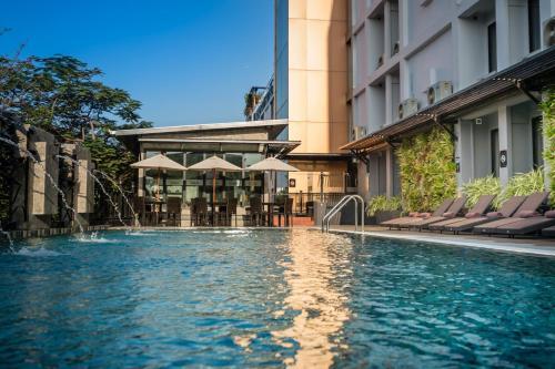 Piscina di Nouvo City Hotel o nelle vicinanze