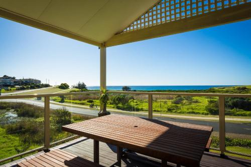 A balcony or terrace at Beach Breakers Apartment - Stunning Views