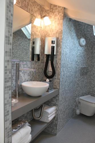 A bathroom at My Home In Paris
