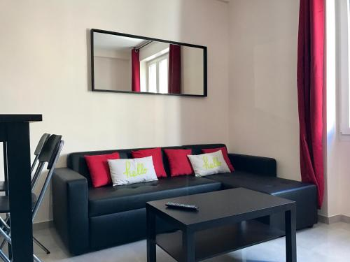 A seating area at Appartement InterContinental Vieux-Port - New, Nice & Comfy