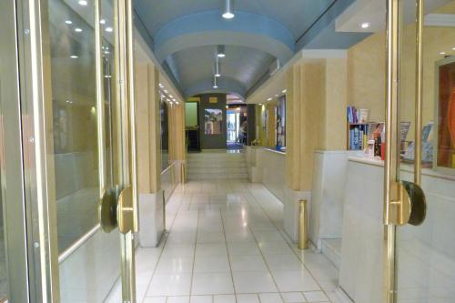 Lobby/Rezeption in der Unterkunft Hotel Centrale Byron