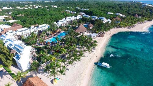 Een luchtfoto van Sandos Caracol Eco Resort All Inclusive