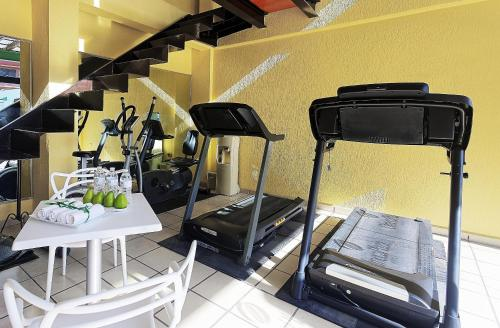 The fitness center and/or fitness facilities at Hotel Olmeca Plaza