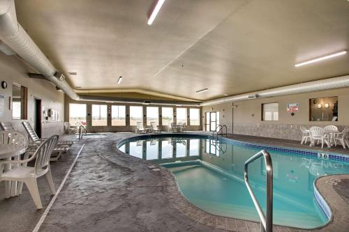 The swimming pool at or near Best Western West Hills Inn