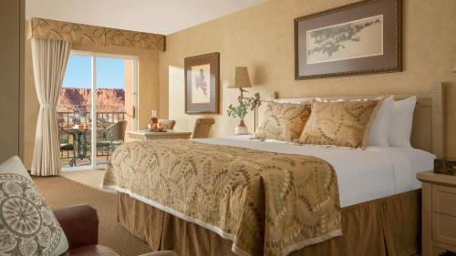 A bed or beds in a room at Capitol Reef Resort