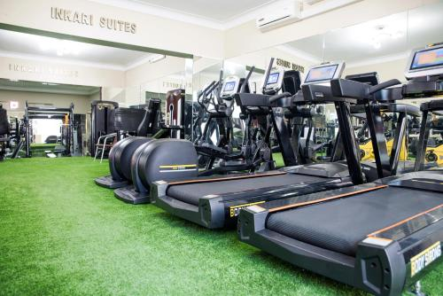 The fitness centre and/or fitness facilities at Inkari Suites Hotel