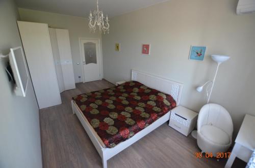 """Кровать или кровати в номере Апартамент на Крымской 39, лит """"З"""""""