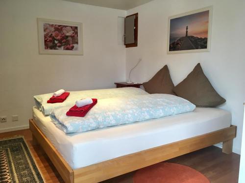 Кровать или кровати в номере Bed & Breakfast Yvonand
