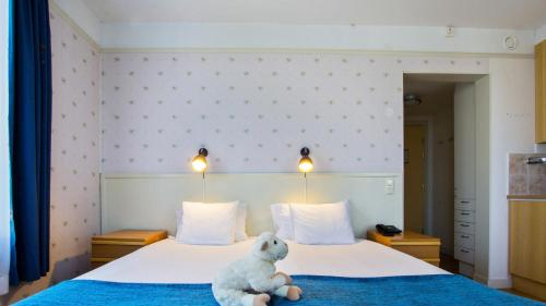 A bed or beds in a room at Best Western Solhem Hotel