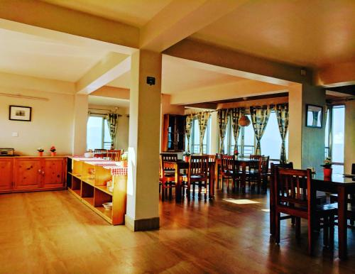 A restaurant or other place to eat at Yuru Retreat Delo