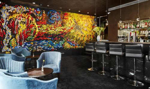 The lounge or bar area at Living Hotel Das Viktualienmarkt