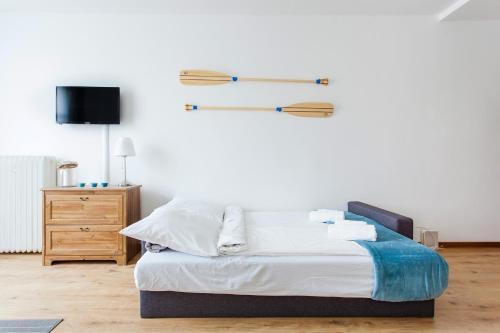 Łóżko lub łóżka w pokoju w obiekcie Chrobrego przy plaży
