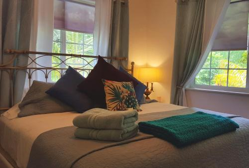A bed or beds in a room at Heavenly Hana Paradise