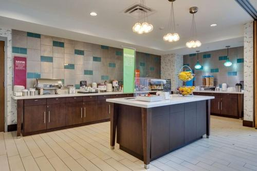 A kitchen or kitchenette at Hampton Inn and Suites Rome, GA