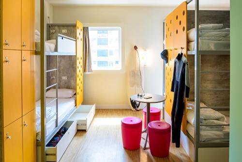 A bunk bed or bunk beds in a room at ibis budget Santos Gonzaga