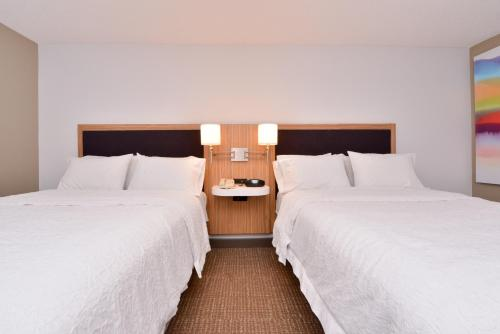 A bed or beds in a room at Hampton Inn & Suites by Hilton Plymouth
