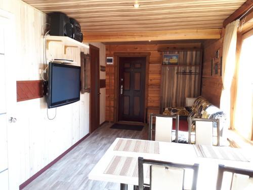 Телевизор и/или развлекательный центр в Гостевой дом Космос