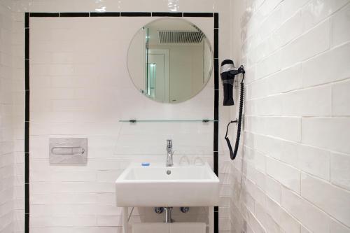 A bathroom at Praktik Vinoteca