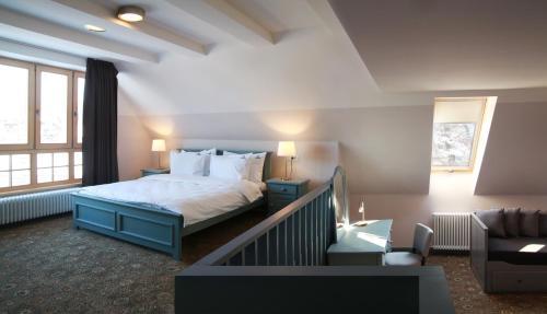 Un pat sau paturi într-o cameră la Conacul Törzburg
