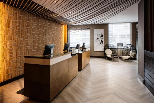 The lobby or reception area at Hilton Brooklyn New York