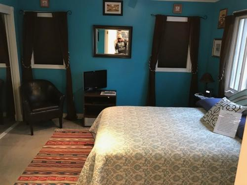 Un ou plusieurs lits dans un hébergement de l'établissement Elaine's Hollywood Bed & Breakfast