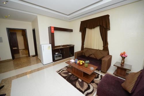 Uma área de estar em Hotelier Al Sulaymaniyh