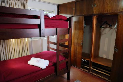 A bunk bed or bunk beds in a room at Casa Suiza