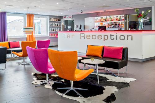 Zona de lounge sau bar la Connect Hotel Stockholm