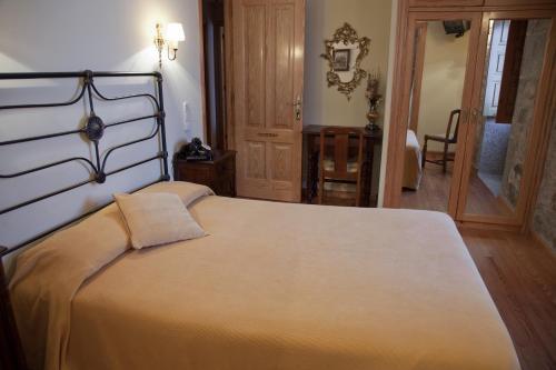 Cama o camas de una habitación en Casa de Turismo Rural Os Petroglifos
