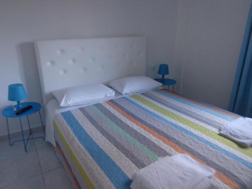 Ένα ή περισσότερα κρεβάτια σε δωμάτιο στο Nikolas Apartments