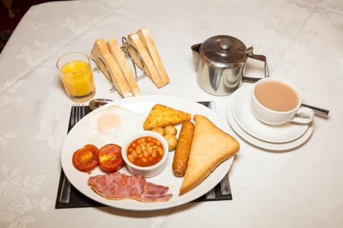Breakfast options available to guests at Lockyer House B&B