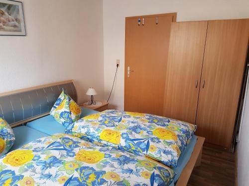 Ein Bett oder Betten in einem Zimmer der Unterkunft Ferienwohnung Thale