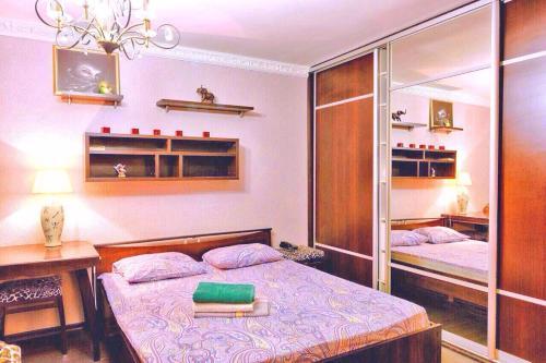 Кровать или кровати в номере Odnushka Na Paveleckoy