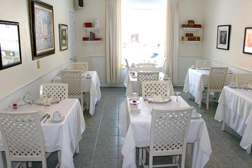 A restaurant or other place to eat at Hotel Relais Charles-Alexandre