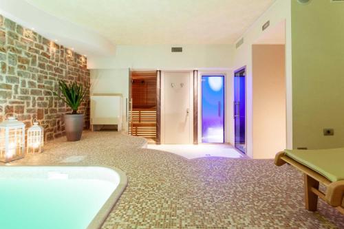 A bathroom at Ripa Relais Colle Del Sole