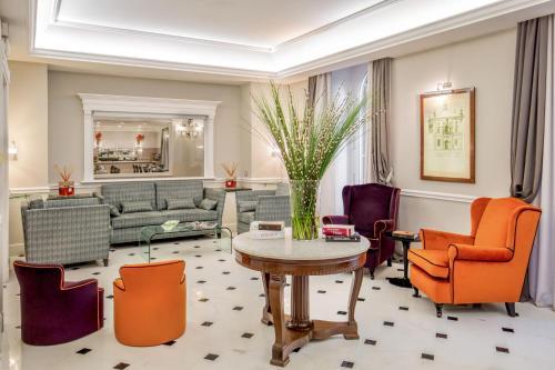 Uma área de estar em Ludovisi Palace Hotel
