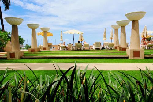 Swimmingpoolen hos eller tæt på Apsara Beachfront Resort & Villa SHA PLUS