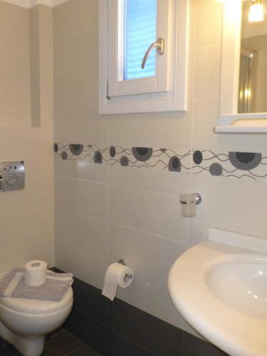 A bathroom at Hotel Agnadi