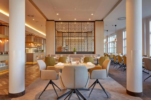 A restaurant or other place to eat at H+ Hotel Limes Thermen Aalen