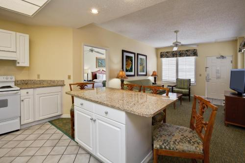 A kitchen or kitchenette at Holiday Inn Hotel & Suites Clearwater Beach South Harbourside, an IHG Hotel
