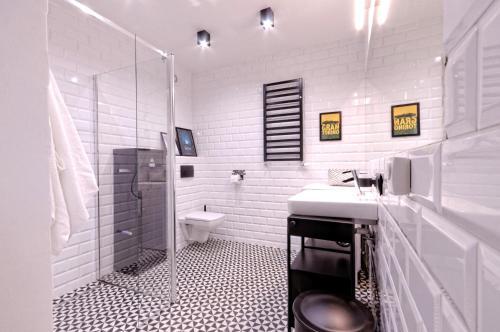 A bathroom at Industrialny Kwadrat