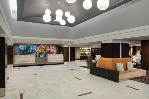 The lobby or reception area at DoubleTree by Hilton Metropolitan New York City