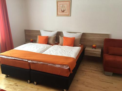 A bed or beds in a room at Hotel am Brünnchen