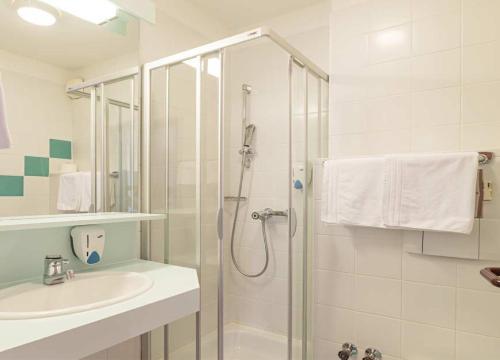 A bathroom at Vitalhotel Krainz