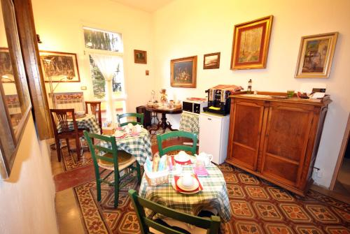 A restaurant or other place to eat at B&B Grand Lorì