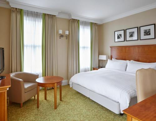 A bed or beds in a room at Birmingham Marriott Hotel
