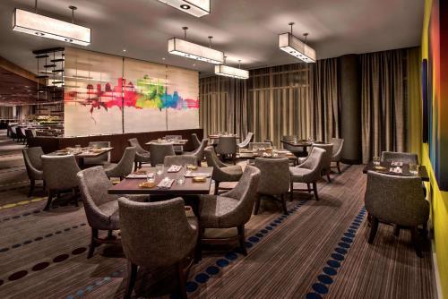 The lounge or bar area at Hyatt Regency Pittsburgh International Airport