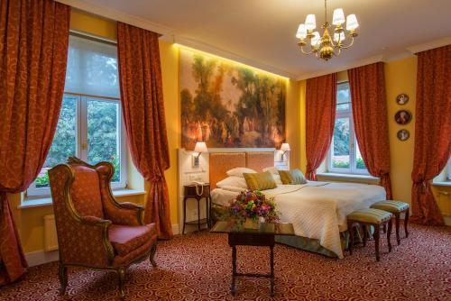 A seating area at Hotel Polski Pod Białym Orłem