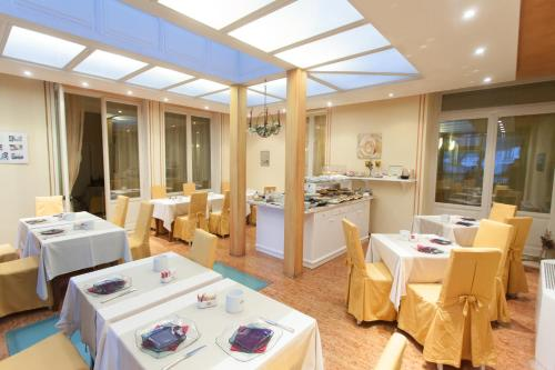 A restaurant or other place to eat at Casa Romagnosi