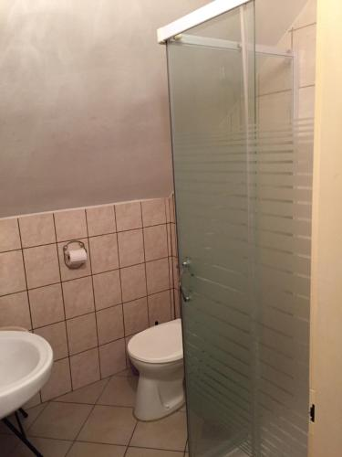 A bathroom at Levendula Ház